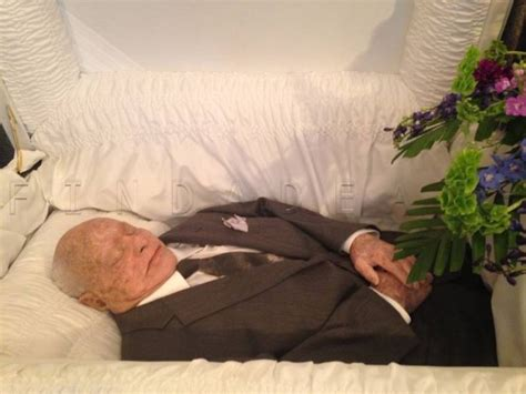 Dead Celebrities In Open Caskets | 84 best images about iconic death photos on pinterest 41