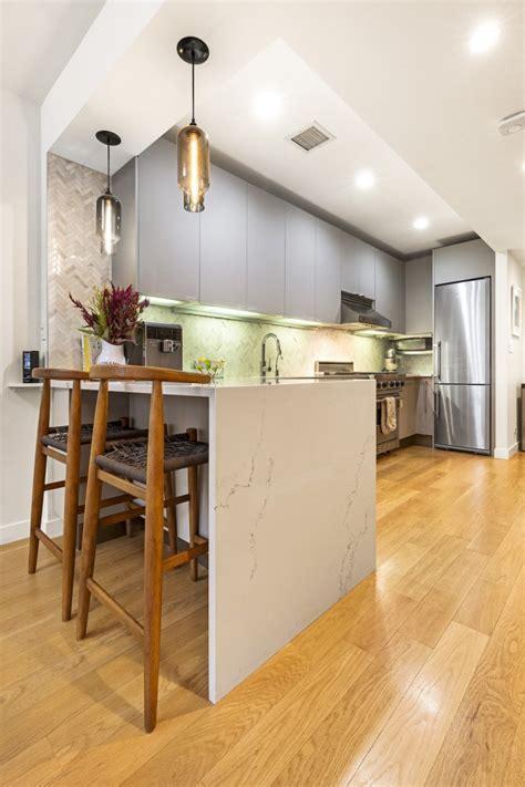Modern Kitchens Bring the Warmth