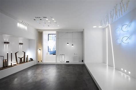 showroom illuminazione flos inaugura un nuovo showroom a praga area
