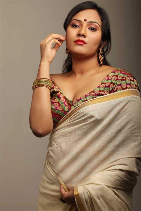 South Indian Actress In Saree Bhojpuri Actress Monalisa Hot Photos