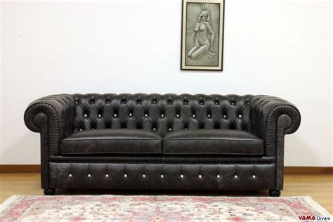 leather sofa with buttons chesterfield 2 maxi seater sofa two large cushions