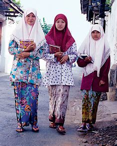 Gajah Dress saudi aramco world sarongs from gajah duduk to oey soe tjoen