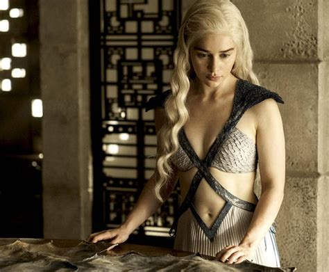 emilia clarke of thrones is emilia clarke the of thrones sparks