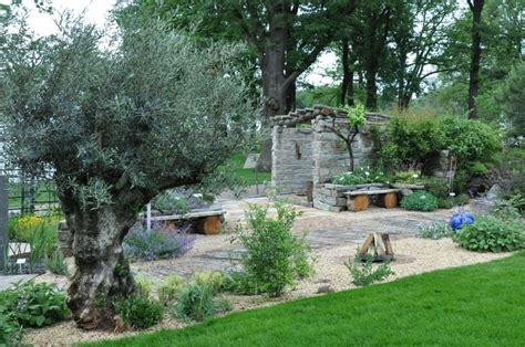 mediterrane gärten gestalten garten gestalten mediterran kunstrasen garten