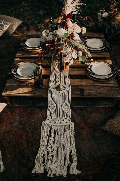 amazing table runner ideas   wedding reception