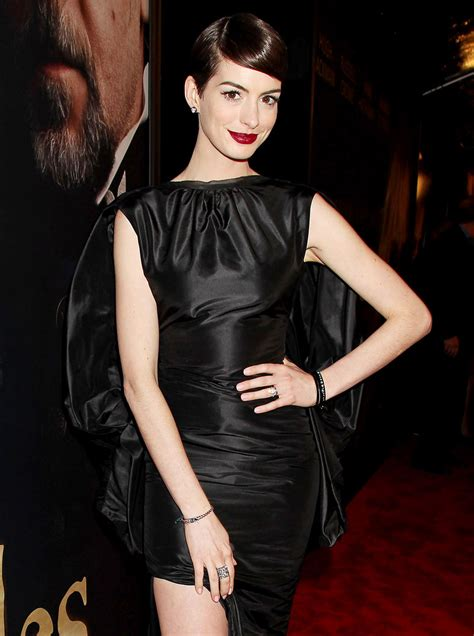 anne hathaway devastated after revealing wardrobe anne hathaway devastated after wardrobe malfunction at