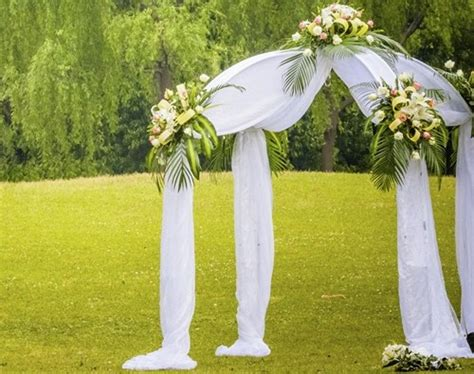 How To Decorate A Arch For Wedding by How To Decorate A Wedding Arch With Flowers