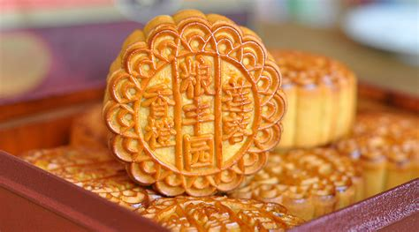new year cake history the curious history of the mooncake chinatown