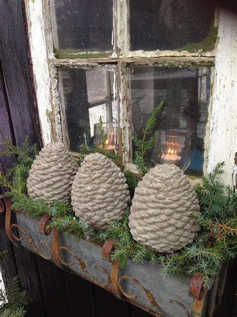 diy gartendeko weihnachten diy winter tannenzapfen aus beton deko weihnachten