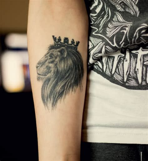 queen head tattoo 7 lion tattoo meanings youqueen