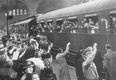 surviving the evacuation book 12 britain s end volume 12 books german world war ii klv evacuations