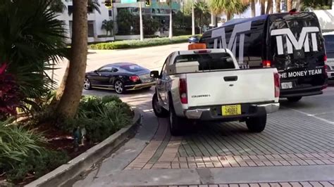 mayweather bentley floyd mayweather in his bentley in miami esnews boxing