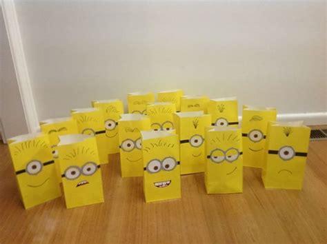 how to make minion favor bags minion faces party favors ideas pinterest