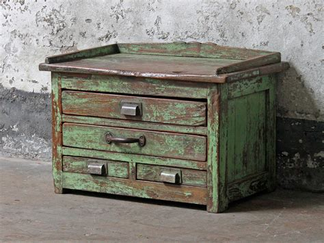 tisch vintage green vintage side table vintage chest scaramanga