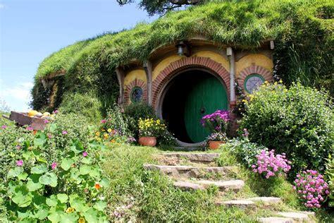 hobbit hole greenroofs com projects hobbiton movie set
