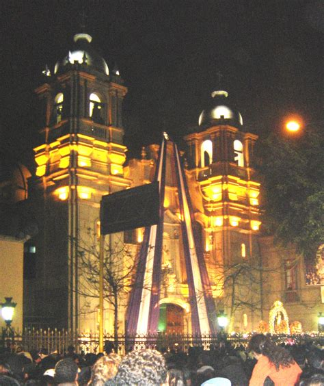 Marvelous Church Of Miracles #4: Las_Nazarenas%2C_Lima_2004.jpg