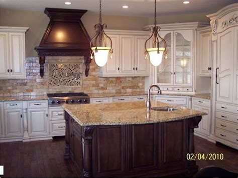 backsplash for white kitchen cabinets white cabinets and travertine backsplash kitchens