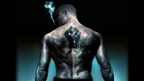 back tattoo man on ledge tatuagem em pele negra fotos e dicas bar metrosexual
