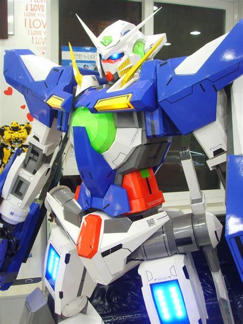 Gundam Exia Papercraft - korean modeler builds a 6 foot gundam exia complete