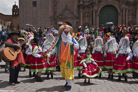 what clothes do venezuelans wear on christmas peruvian traditions