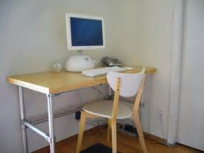 How To Build A Small Computer Desk Cheap And Easy To Use Diy Computer Desk Ideas Freshnist