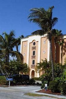 Tiki Hut Motel Sandhurst Hotel And Suites Fort Pierce Deals See Hotel