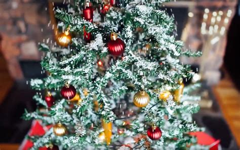 green head christmas tree snow fall snowing tree the green
