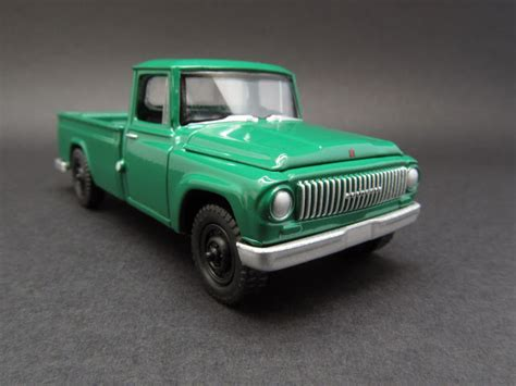 Internasional Scout 1200 1965 Scala 1 64 By Johnny Lightning diecast hobbist 1965 international scout 1200 truck