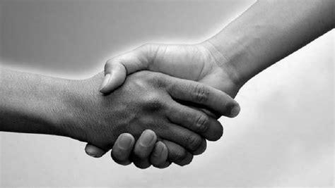 Belajar Sendiri Semua Jenis Shalat hukum berjabat tangan dengan lawan jenis rumaysho