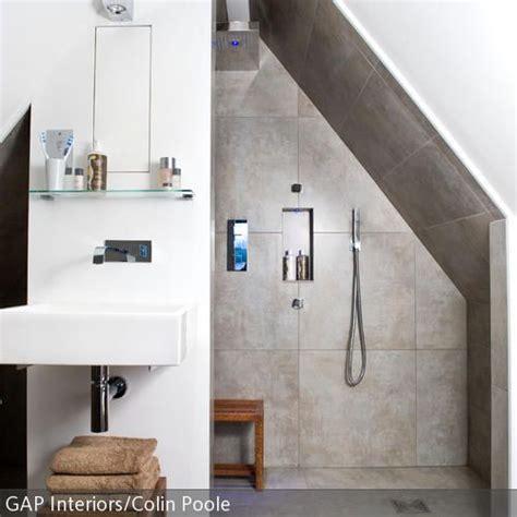 spa themen badezimmer die besten 17 ideen zu bad mit dachschr 228 ge auf
