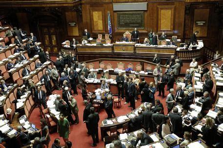 stipendi dipendenti e senato dipendenti senato si ribellano a tetto stipendi
