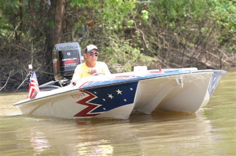 Small Cabin Floor Plan power cat boat