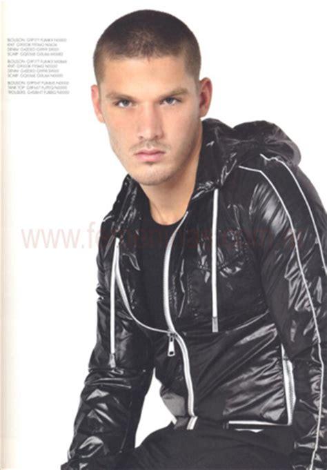 Louis Vuitton Noelia Ar Y03 trucosdebelleza tendencias moda masculina primavera verano 2011