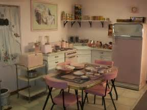 good Retro Inspired Kitchen Appliances #2: pink-retro-kitchen2.jpg