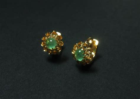 gold emerald huggie earrings antique gold jewellery