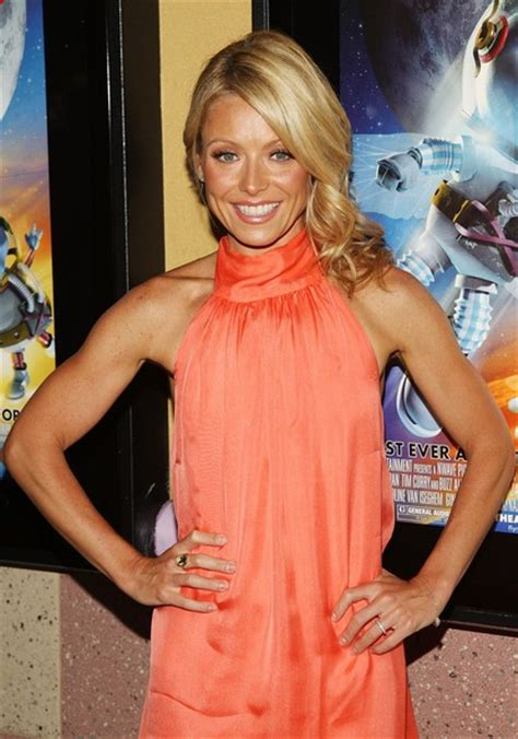 kelly ripa weight 2014 kelly ripa bra size age weight height measurements