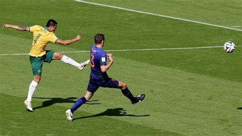 consolato australiano a roma cahill desbanca messi e 233 eleito autor do gol mais bonito