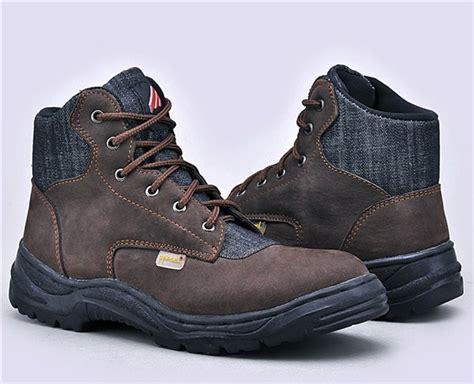 Sepatu Untuk Mendaki Gunung mendaki dengan sandal gunung atau sepatu gunung paket