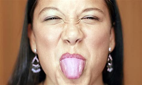 pale tongue berry diaries enough about poo what your tongue says about you