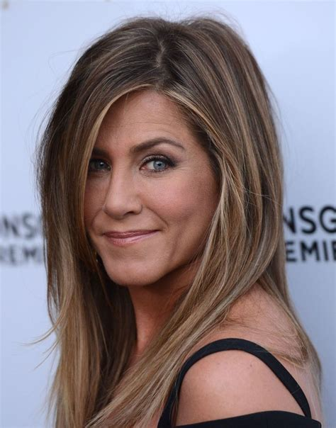 california hair styles 2015 jennifer aniston arrives at the los angeles premiere she