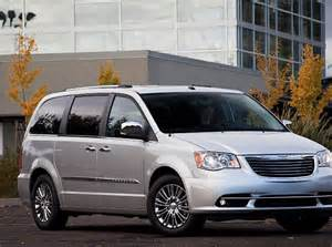 2012 Chrysler Town And Country Recalls 2011 Chrysler Town And Country Front Three Quarter Photo 3
