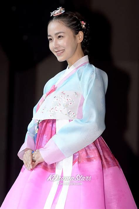 Baju Hanbok Jang Ok Jung hong soo hyun beautiful in tradiitonal hanbok at jang ok jeong live for press conference