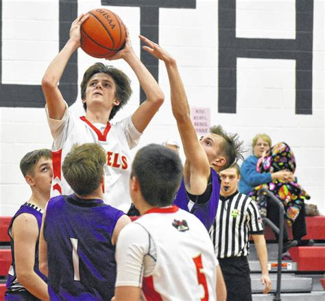 Braxton Hardy falcons top south gallia 69 51 the point pleasant register