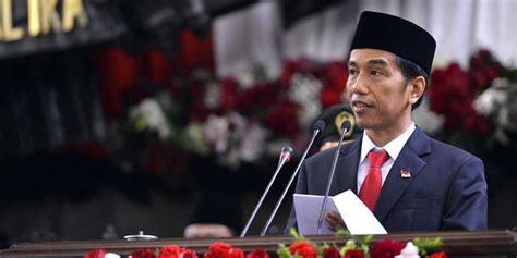 fb jokowi melalui akun fb resminya jokowi tegas dukung menpora