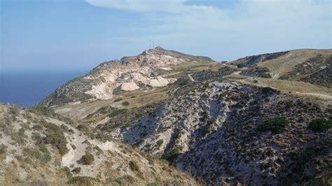 lade vulcano hiking the volcano of milos alternatrips