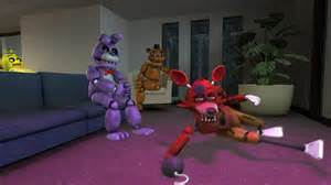 Indie horror game where animatronics from a pizzaria try to murder you