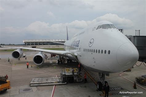 who flies 747 8 flying on the inaugural boeing 747 8 intercontinental