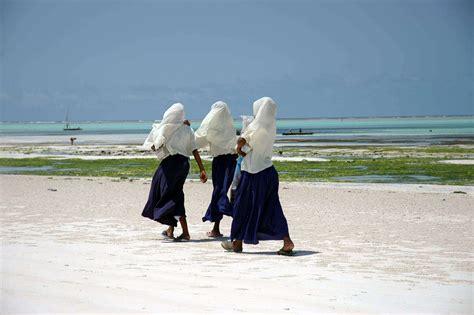 turisti per caso zanzibar zanzibar studentesse viaggi vacanze e turismo turisti