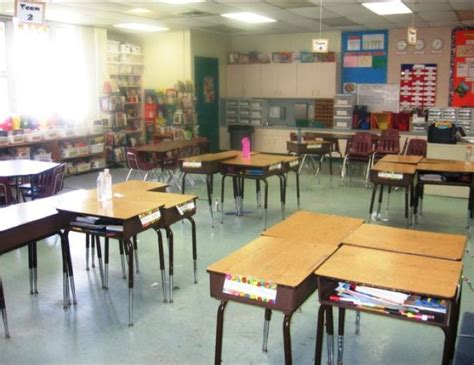 Ways To Arrange Desks In A Classroom by 17 Best Images About Tch 314 Classroom Environment On