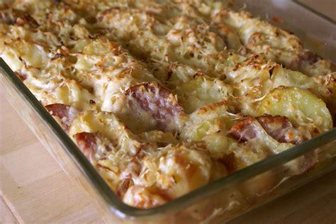 cuisiner la saucisse de morteau saucisse de morteau en gratin de pommes de terre une
